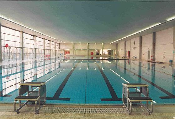 Schwimmbad berlin krumme stra e alte halle wohndesign for Wohndesign charlottenburg