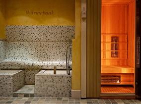 Bildquelle: Wärmebank mit Infrarotkabine in der Saunalandschaft des Berghotel Oberhof
